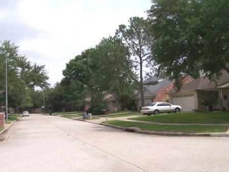 Memorial Parkway street scene