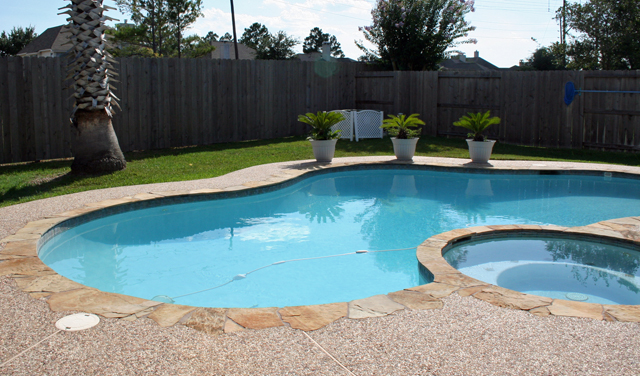 Homes with pools in Pearland