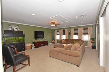 112 Cambridge Dr Aberdeen NJ - bonus family/great room