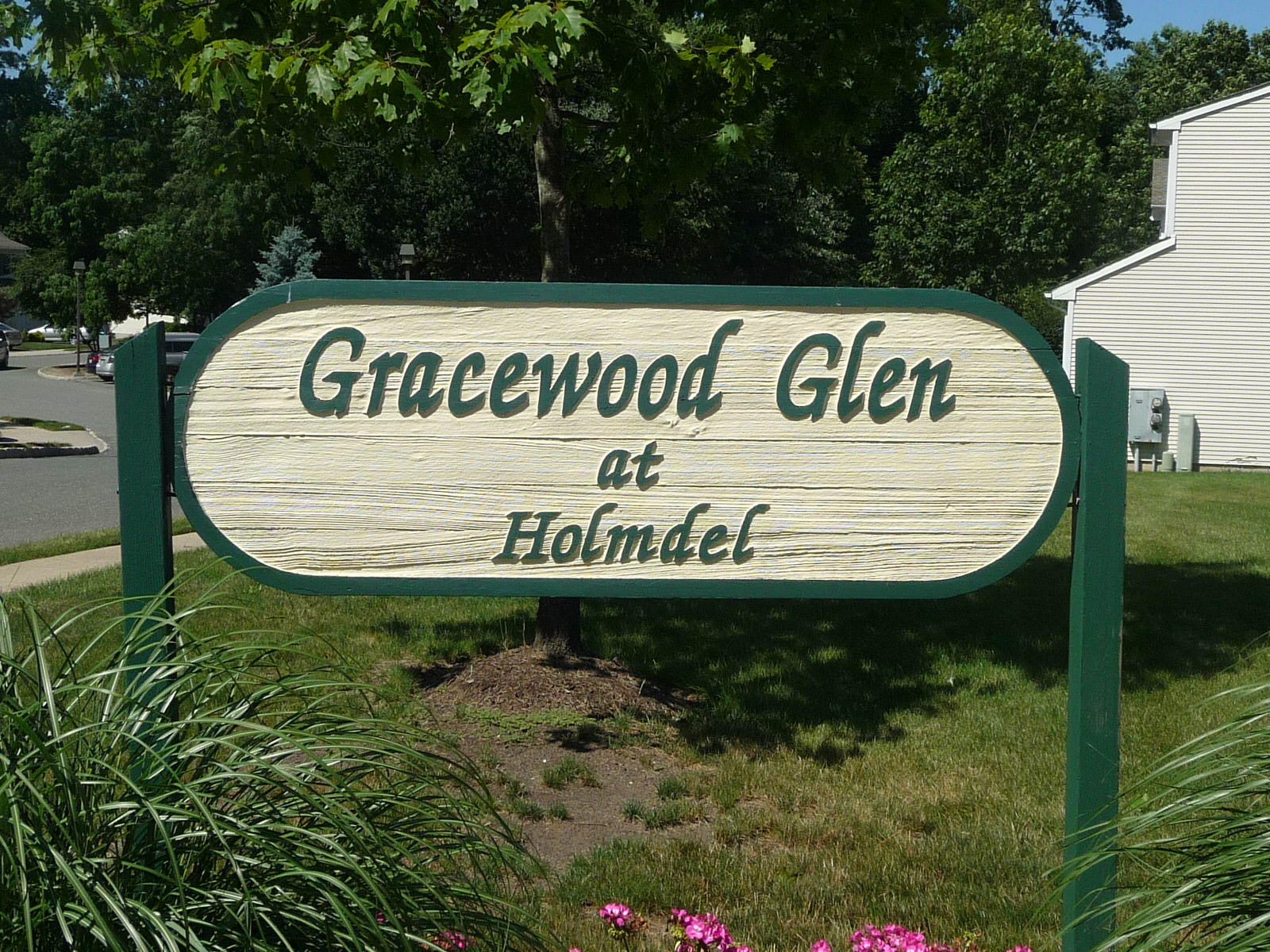 Grace Wood Glen condos are located on Maria Court in Holmdel NJ, just off of Middle Road.