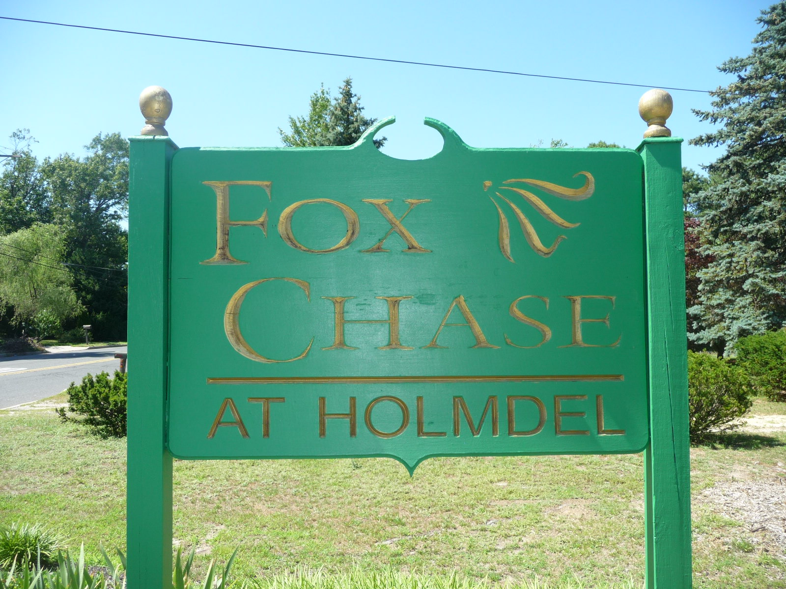 Fox Chase condos in Holmdel NJ are located right off of Laurel Avenue
