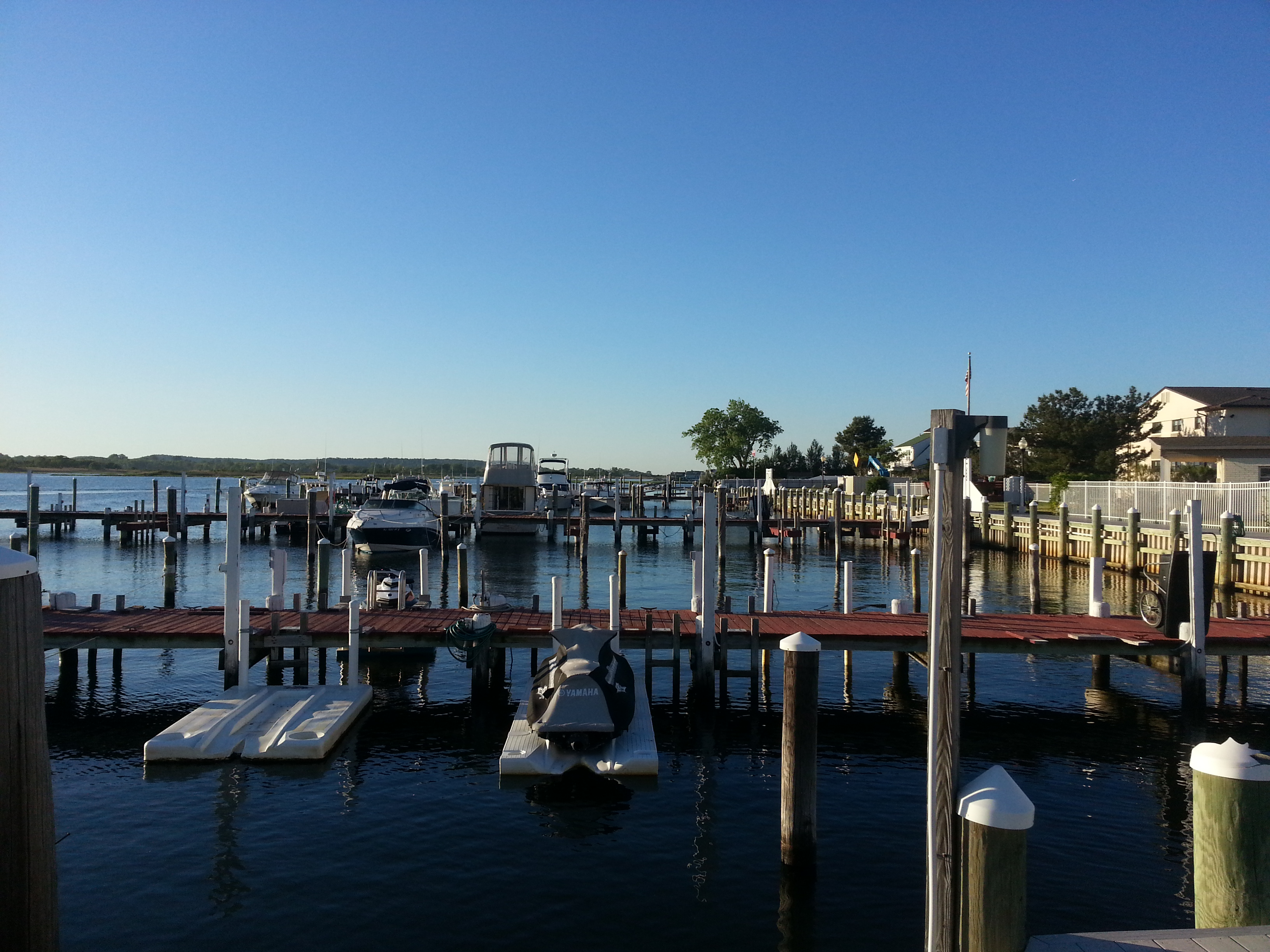 Behind Wharfside Manor is the Wharfside Marina, making it a popular place for boaters.