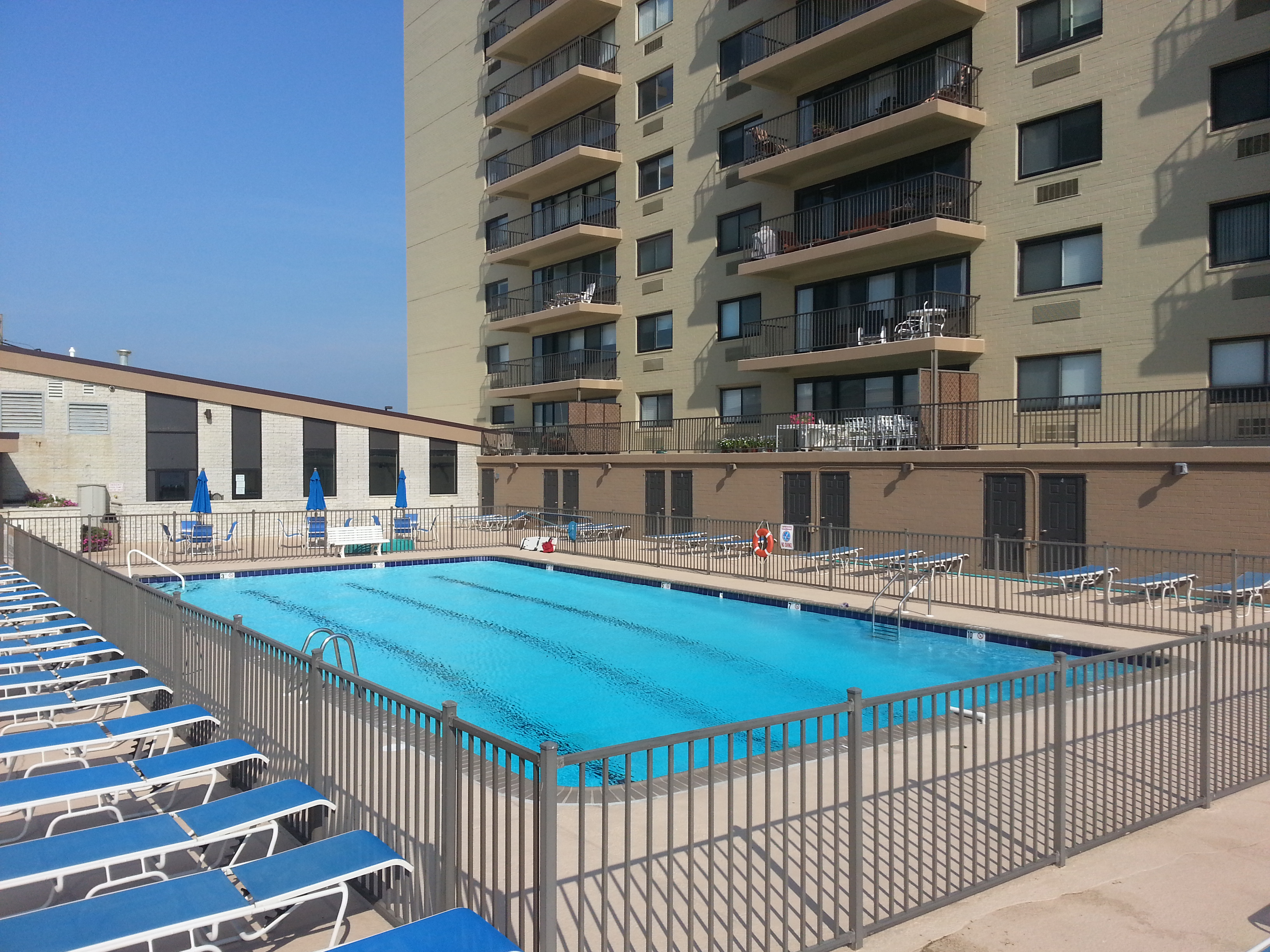 Between the two towers is an outdoor pool,pictured here, overlooking the ocean.
