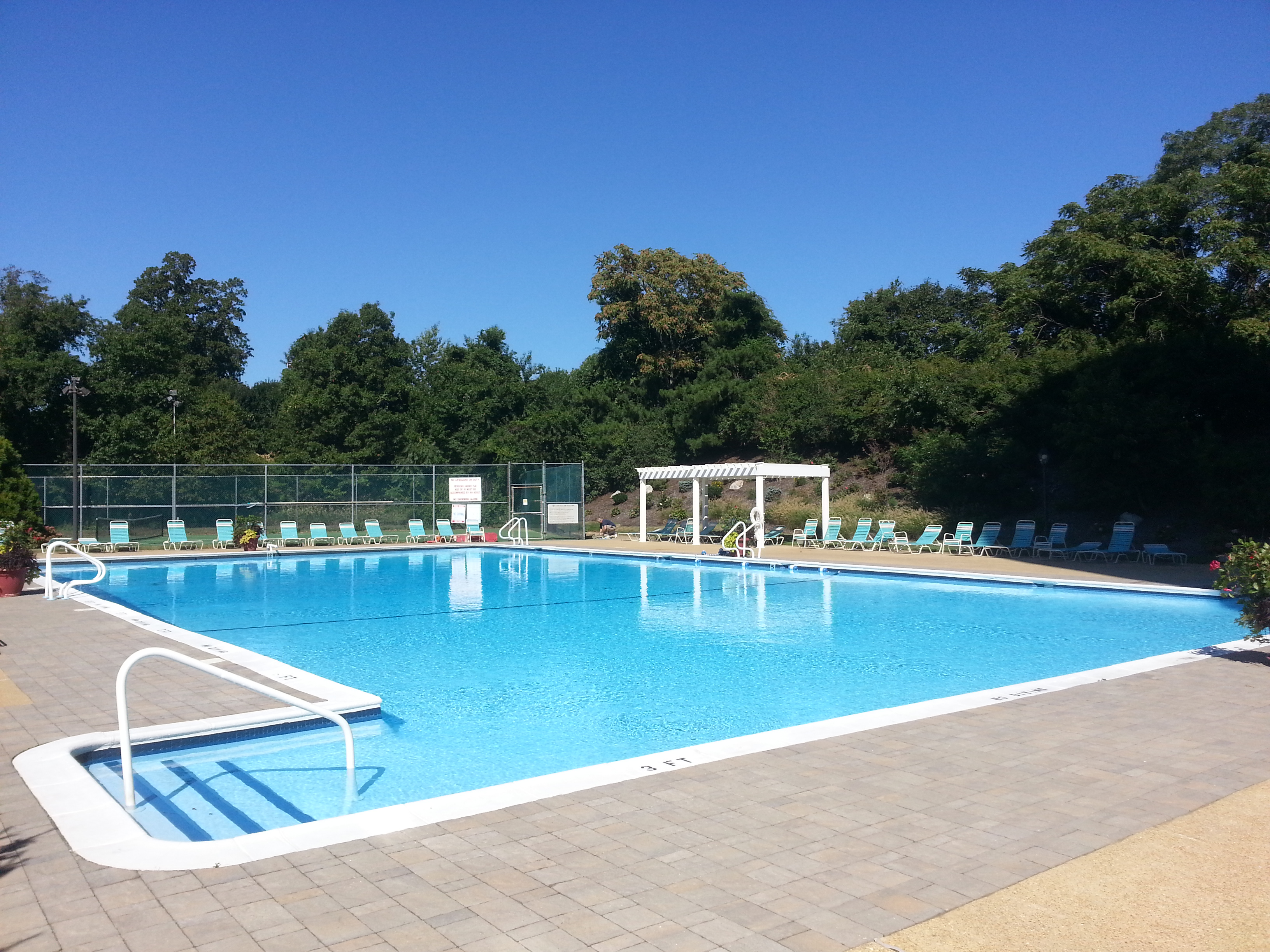 Among the amenities at Easpointe is this large pool located at the north end of the building.