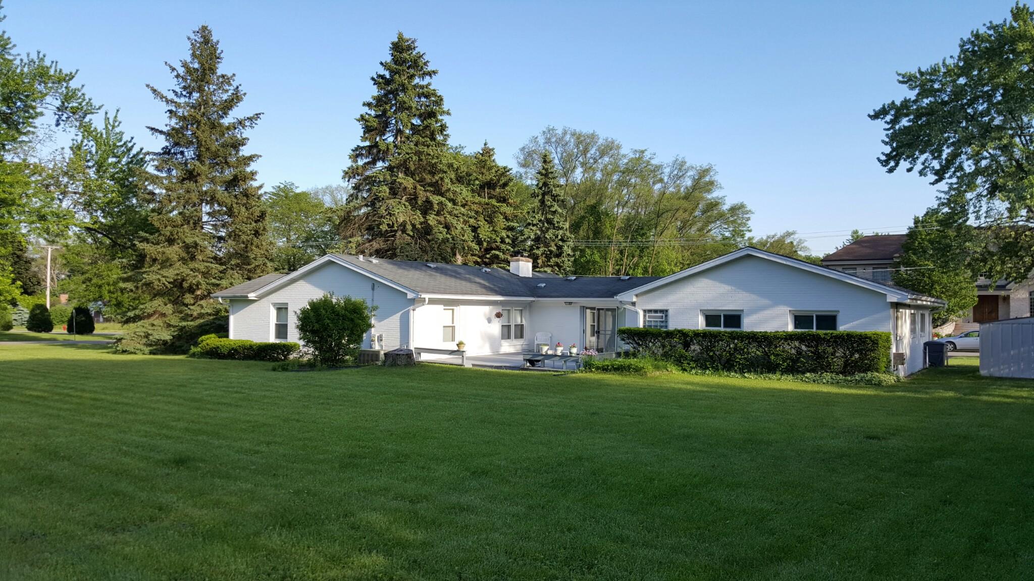 320 Hickory Ct, Northbrook, IL 60062 Exterior North Backyard