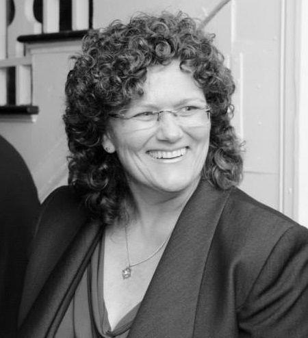 Amy L Martin