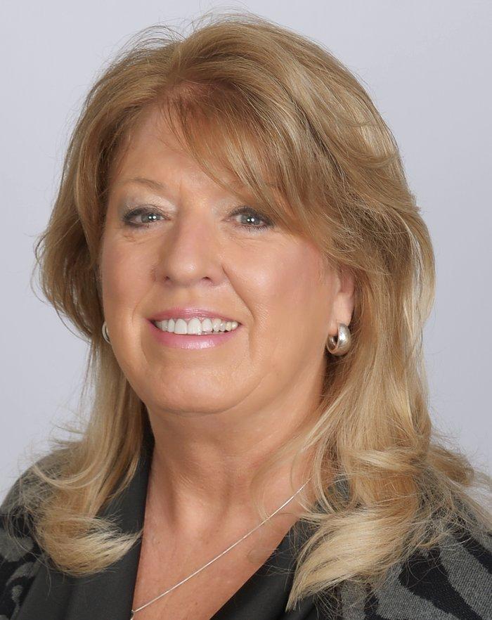 Laura Peters