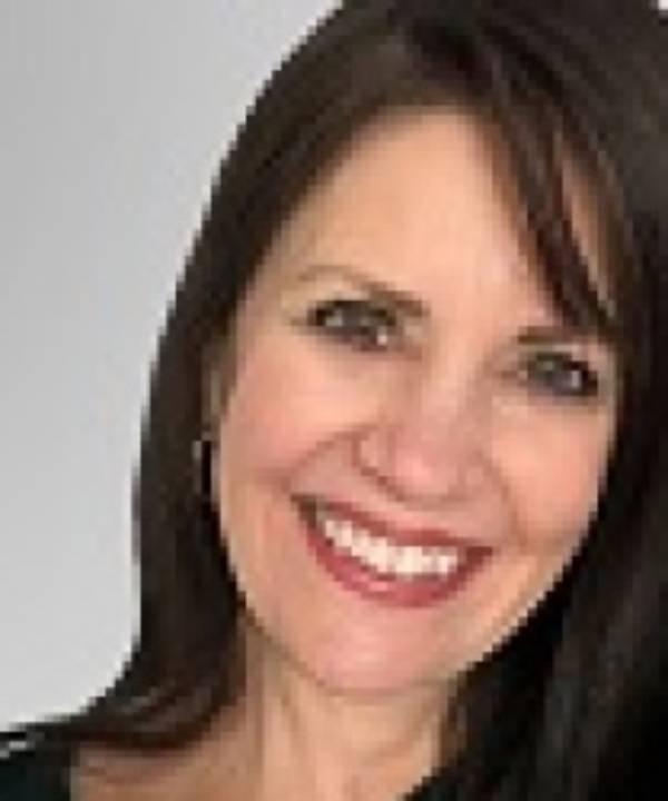 Mortgage Loan Officer Dina Schmidt