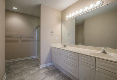 Town & Country Villas - Large Master Bathroom With Walk-In Shower
