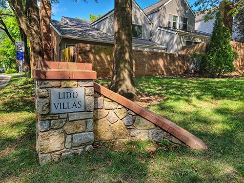 Entrance monument at Lido Villas