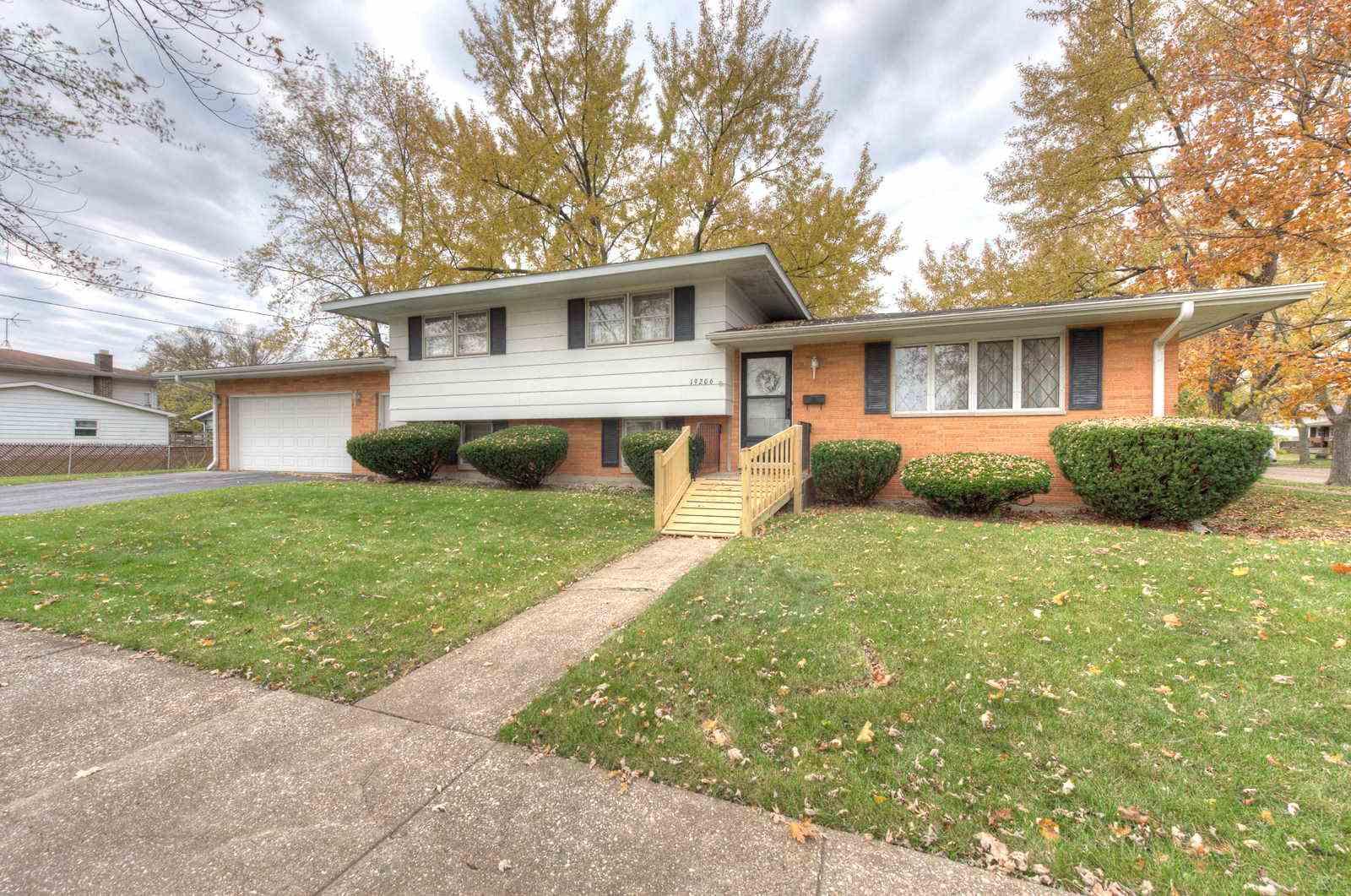 Home for Sale, 19206 Oakwood, Lansing IL, Illinois Realtor, REMAX,  Realtor near me, Home for sale near me,  Realtor Bill Port, Realtor Rachel Port