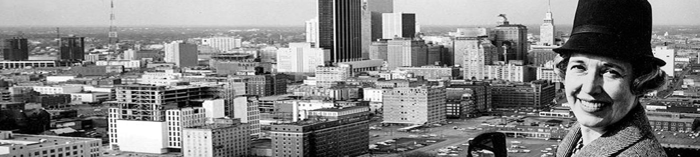 Black and white photo of city