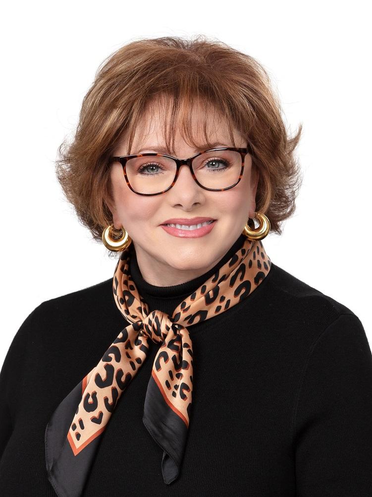 Janet-Ryan-Headshot.jpg