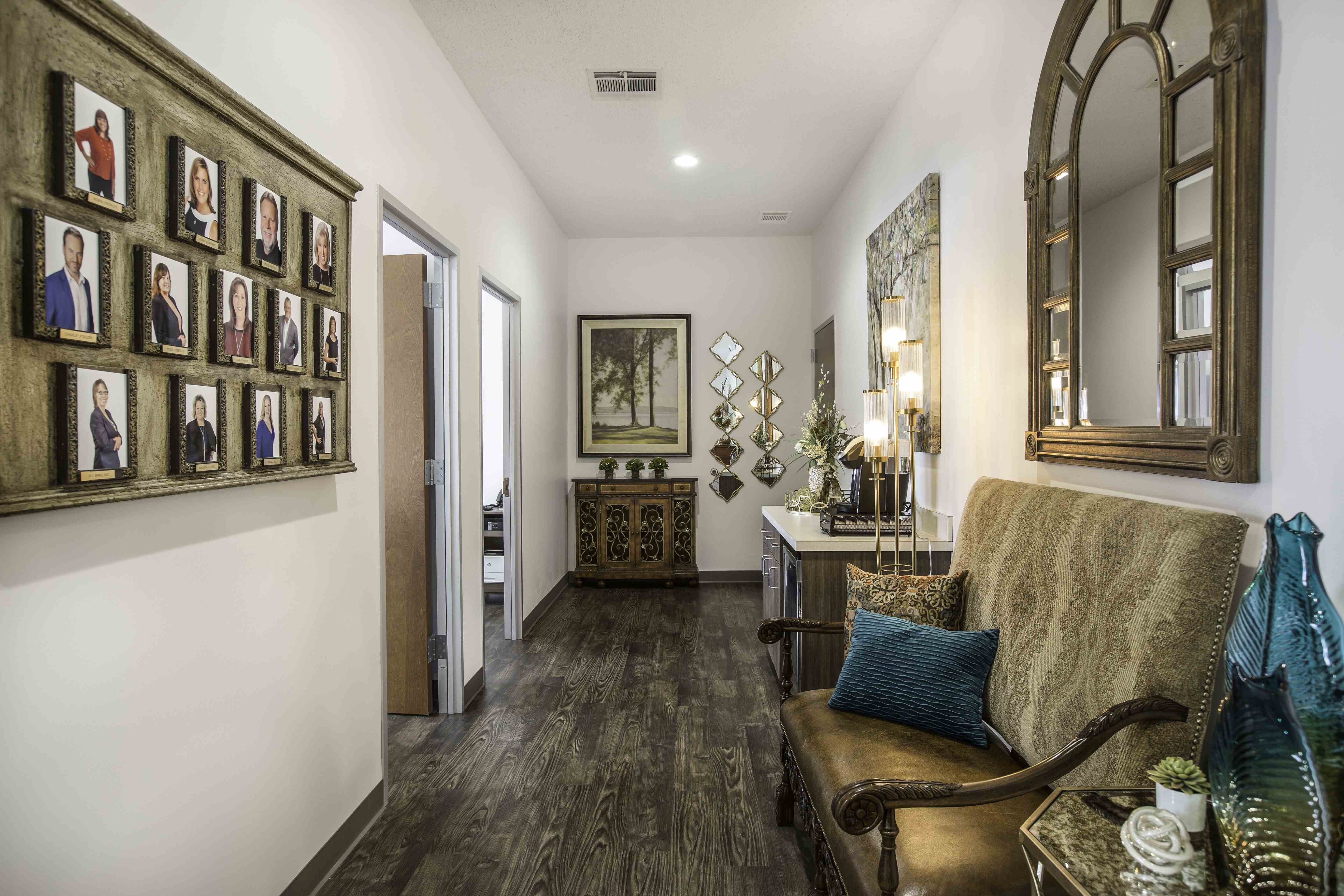 Hallway_Left_1.jpg