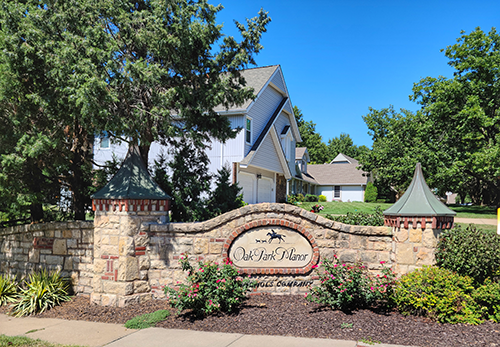 Oak Park Manor monument sign