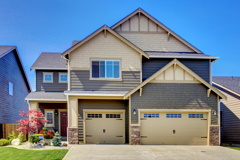 A new, Lenexa-style home