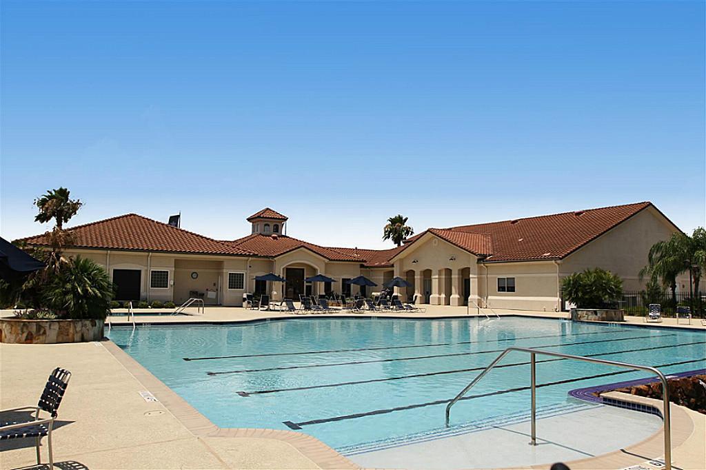 Bellavita Pool
