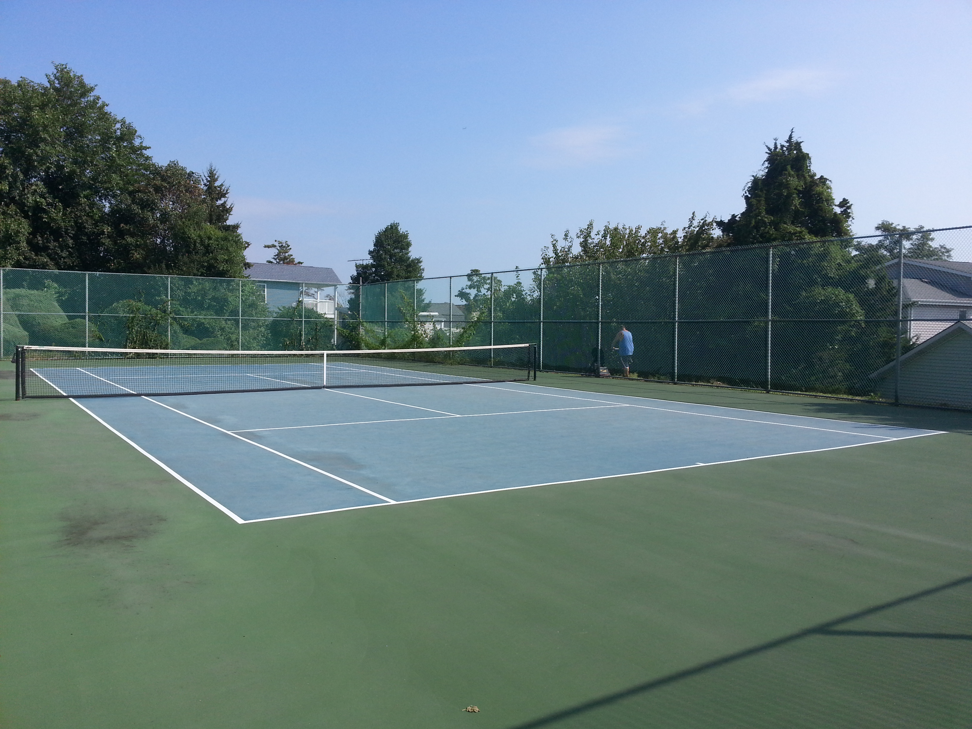 Next to the pool in Twin Lights is this tennis court.