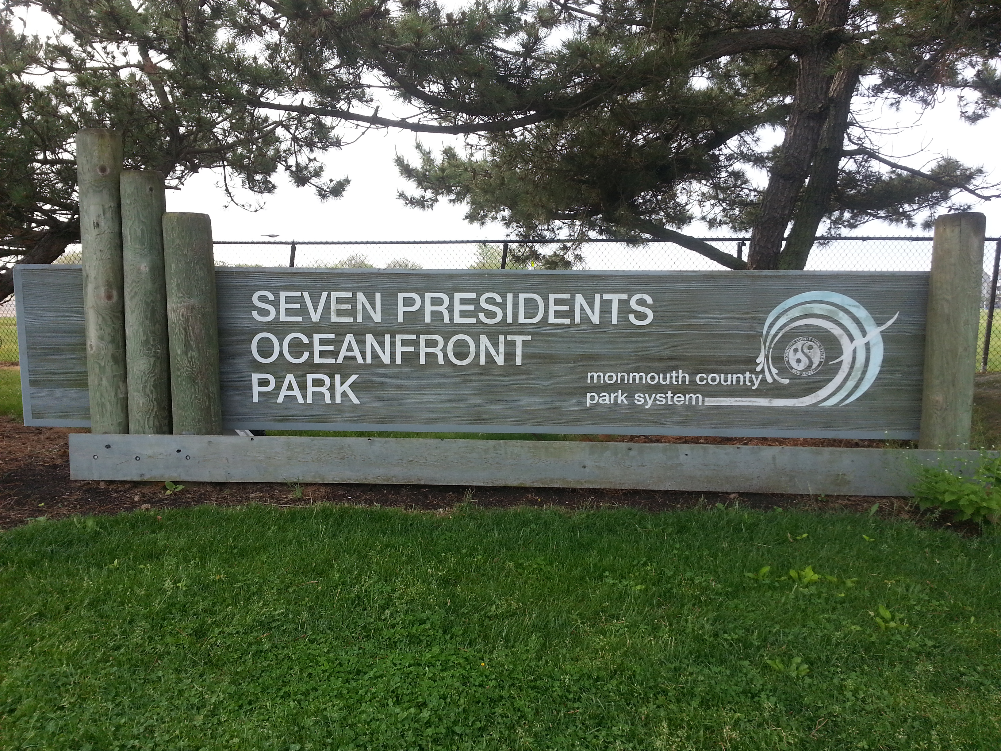 About 1000' from Ocean Pointe is the entrance to 7 Presidents Oceanfront Park.