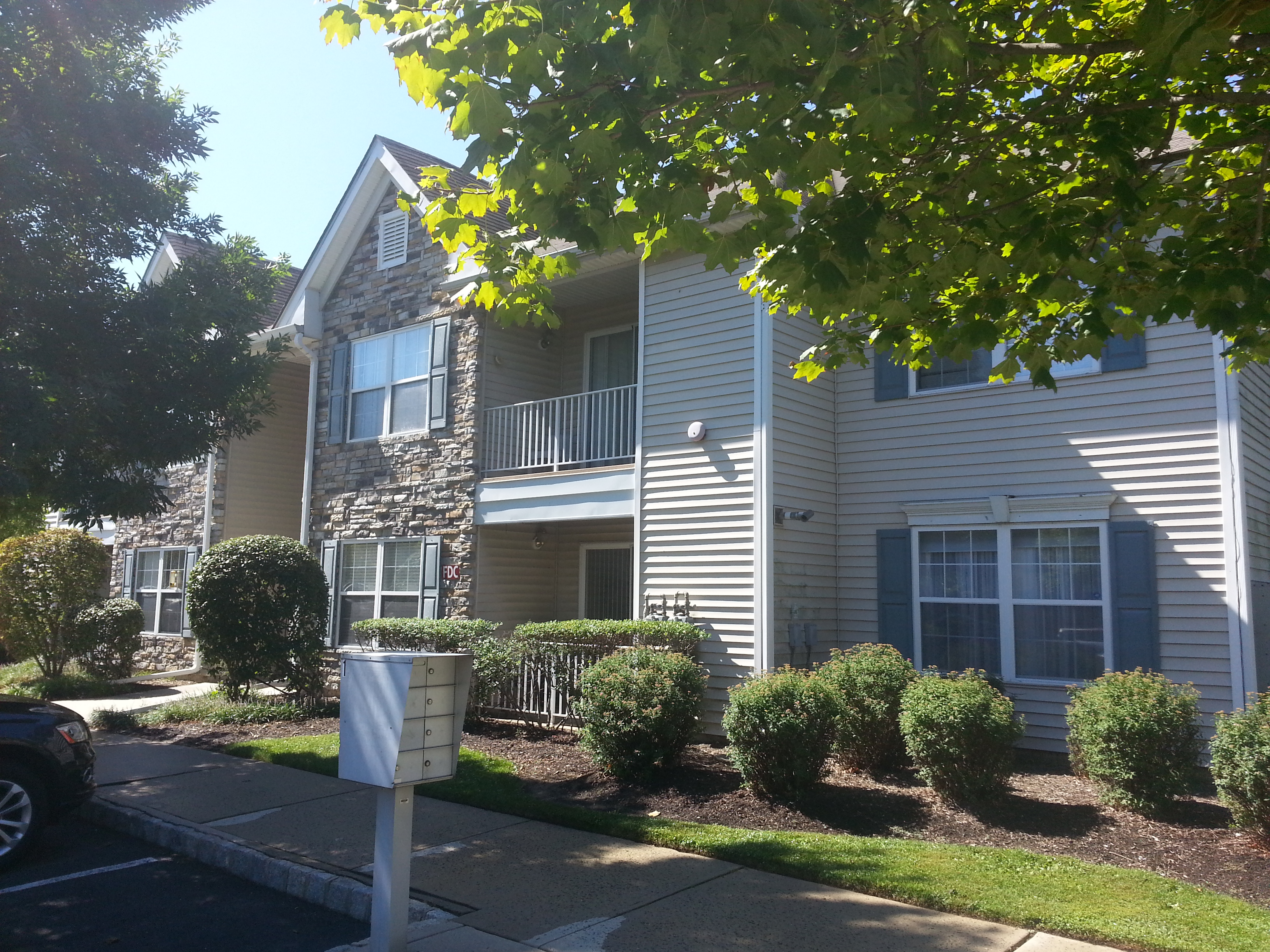 Beacon Place is a community of 2 bedroom, 2 bath, garden style condominiums.