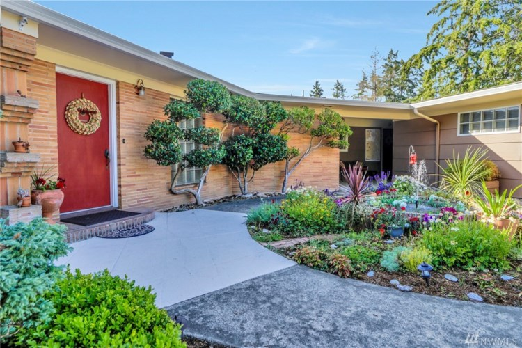 7047 Cooper Point Road NW, Olympia, WA 98502
