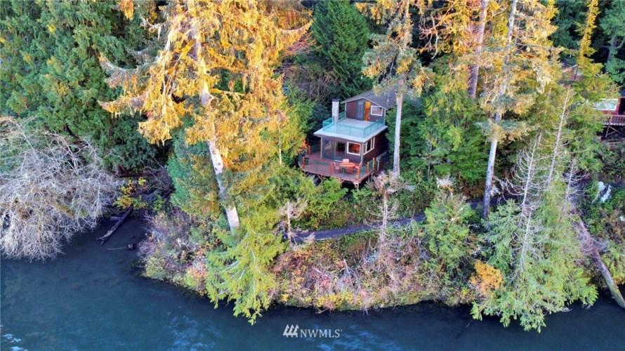 27 Lake Lane, Quinault, WA 98575