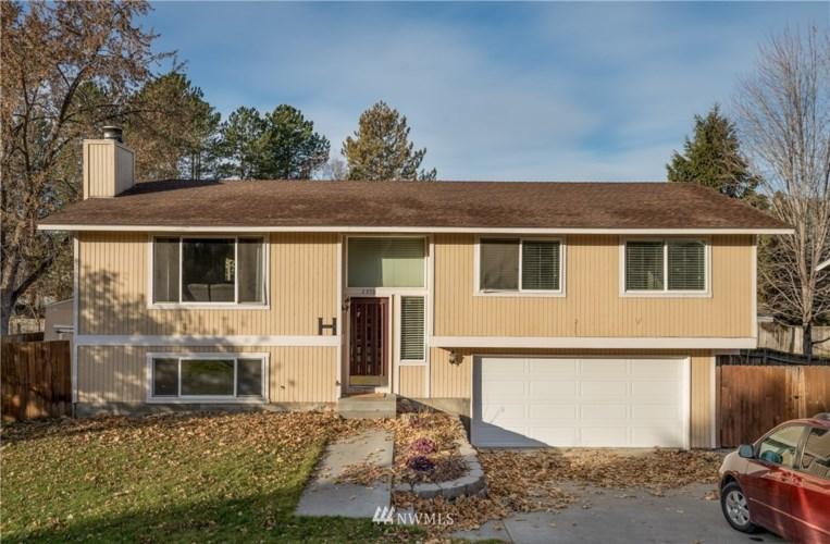 2351 Carriage Avenue, Richland, WA 99354