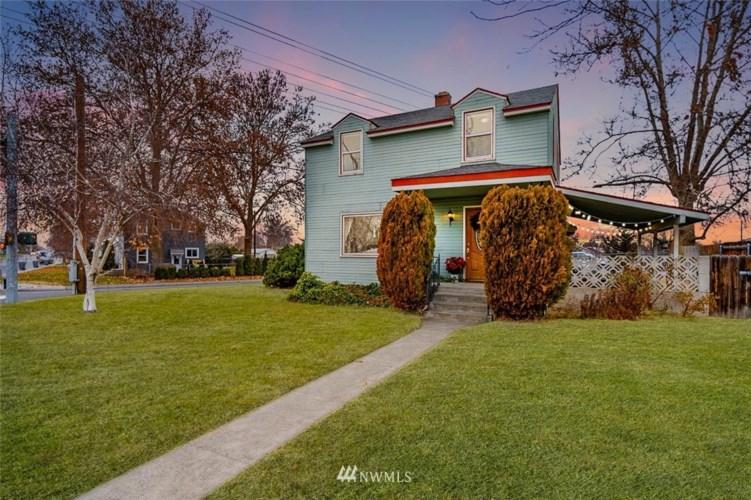 904 Van Giesen Street, Richland, WA 99354