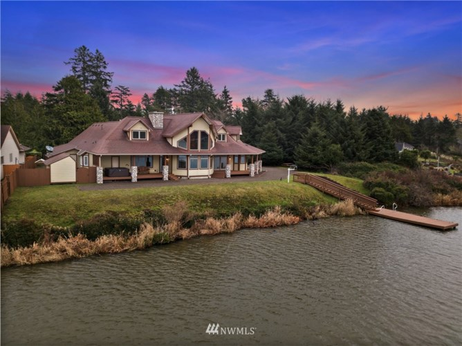 289 Lake View Loop NE, Ocean Shores, WA 98569