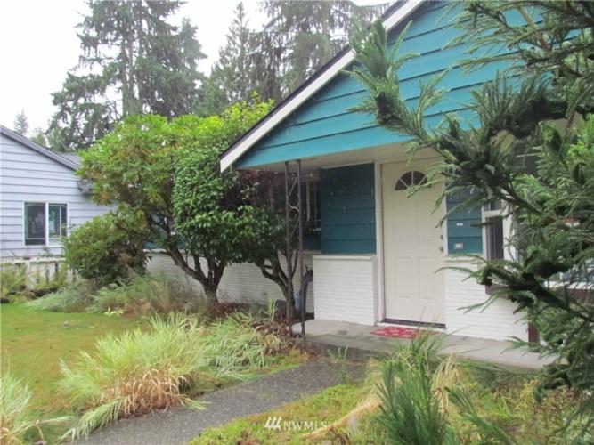 14033 CORLISS Avenue N, Seattle, WA 98133