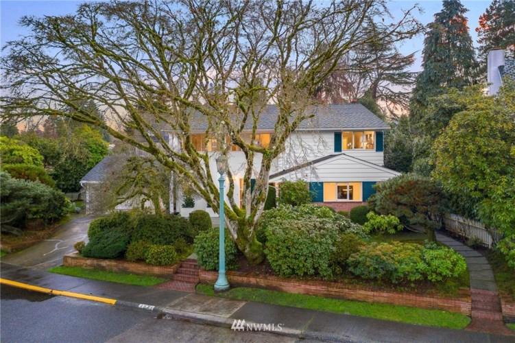 1671 Broadmoor Drive E, Seattle, WA 98112