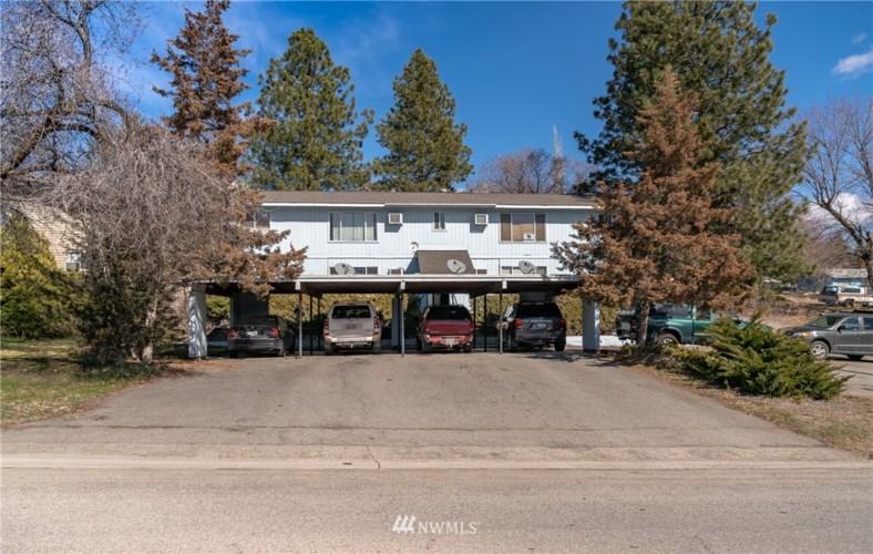 310 Cherry Avenue W, Omak, WA 98841