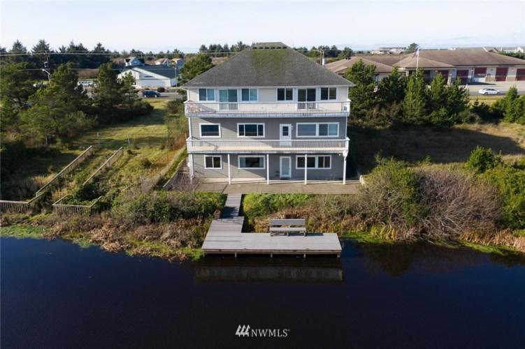 560 Point Brown Avenue NE, Ocean Shores, WA 98569