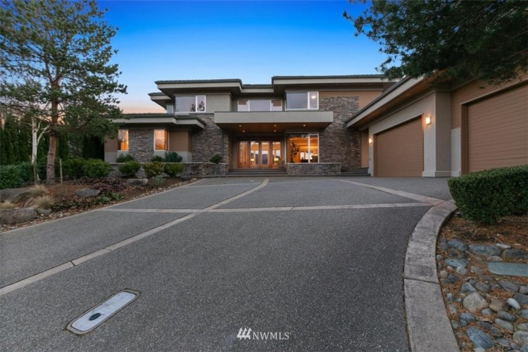 7219 Saint Andrews Lane SE, Snoqualmie, WA 98065