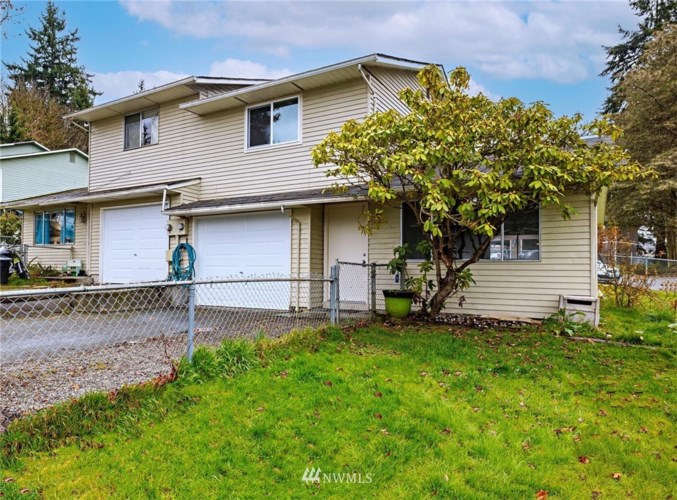 302 Bedrock Drive #A&B, Everett, WA 98203