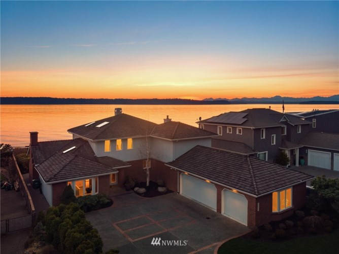 11061 Arroyo Beach Place SW, Seattle, WA 98146