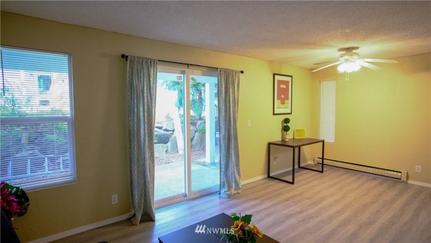 6705 204 Street SW #B102, Lynnwood, WA 98036