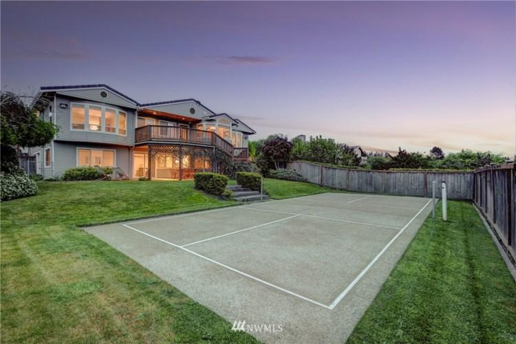 1306 S Sunset Drive, Tacoma, WA 98465