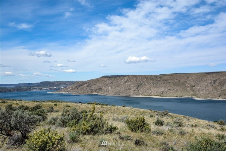 4415 Spring Canyon Road, Grand Coulee, WA 99133