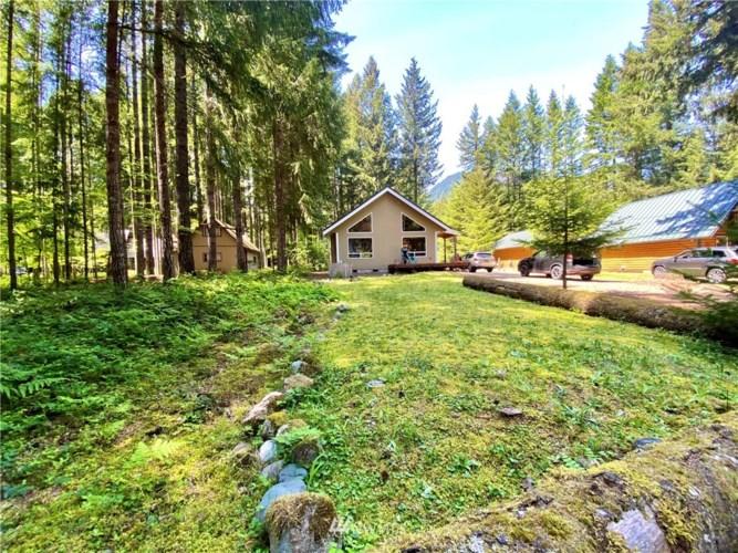 107 Tatoosh Trail, Packwood, WA 98361