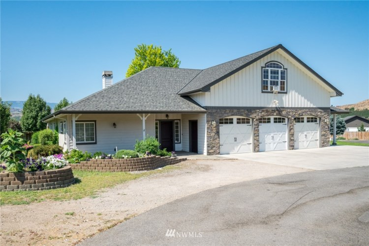 1734 Riverside Drive, Rock Island, WA 98850