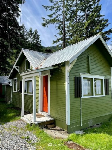 205 Old Cascade Hwy E, Skykomish, WA 98288