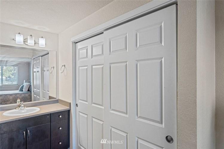12601 SE 41st Place #C105, Bellevue, WA 98006