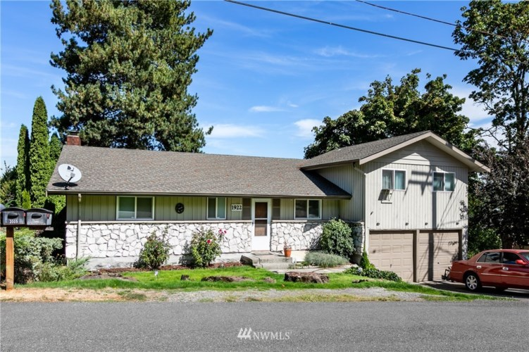 1922 S 104th Street, Seattle, WA 98168