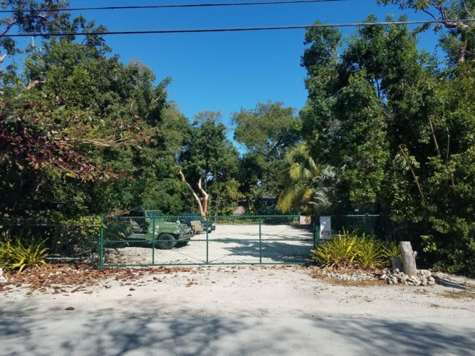 46 Transylvania Avenue, Key Largo, FL 33037