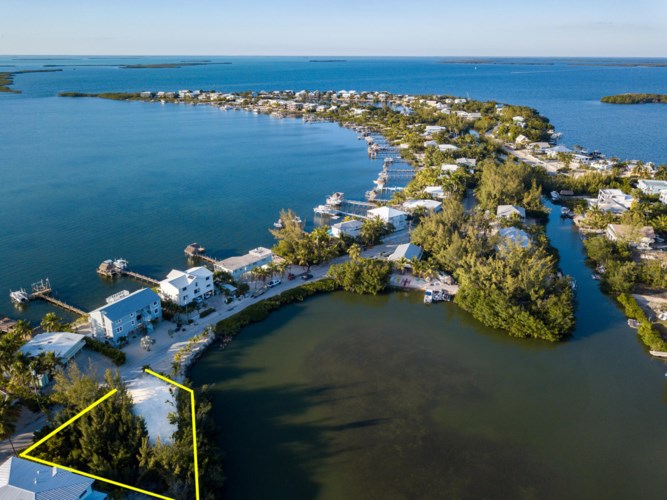 32 S Bounty Lane, Key Largo, FL 33037