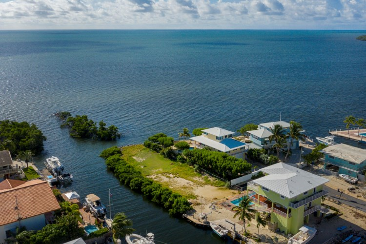 Bonito Lane, Key Largo, FL 33070