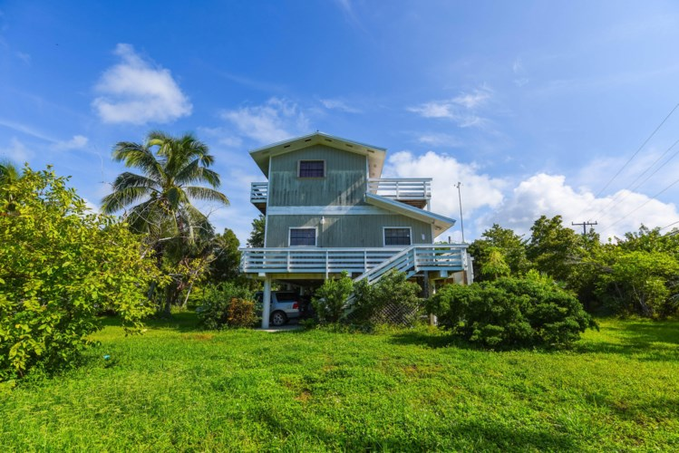 910 E Shore Drive, Summerland Key, FL 33042