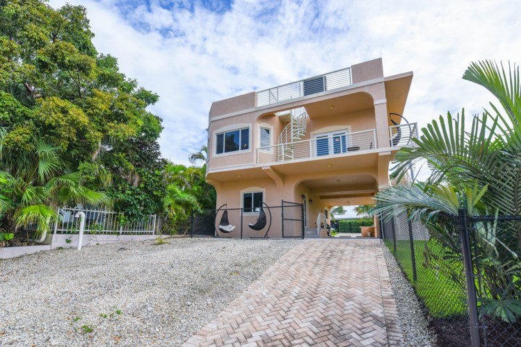 30 Lakeview Drive, Key Largo, FL 33037