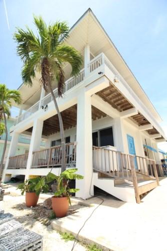 311 LITTLE MISS MUFFETT Lane, Key Largo, FL 33037